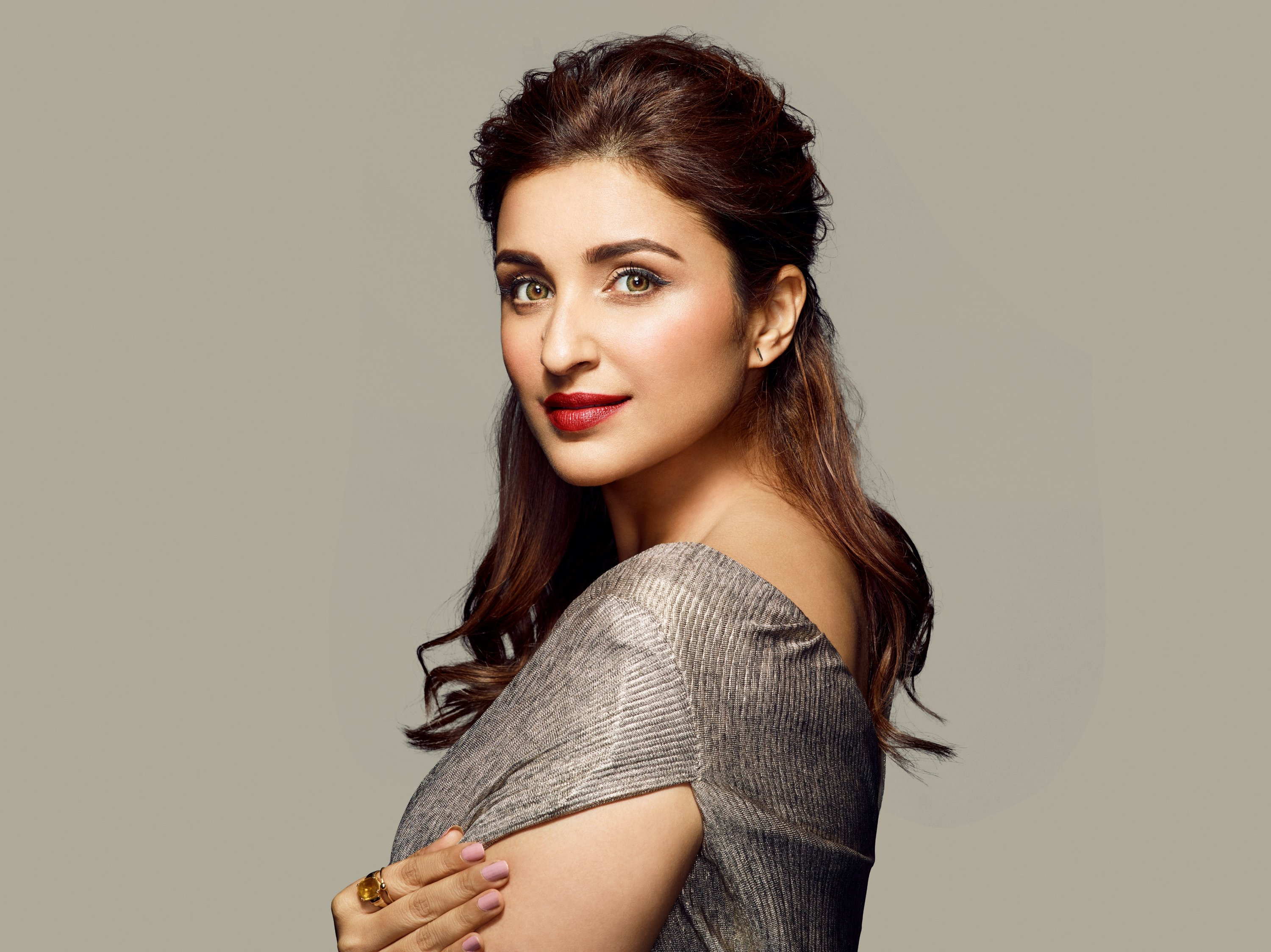 Bollywood Actress Parineeti Chopra roped in as the new face for AVON True  Make-up Range - Lifeandtrendz
